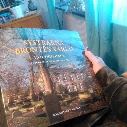 Bokbloggen Hernia says har läst Systrarna Brontës värld