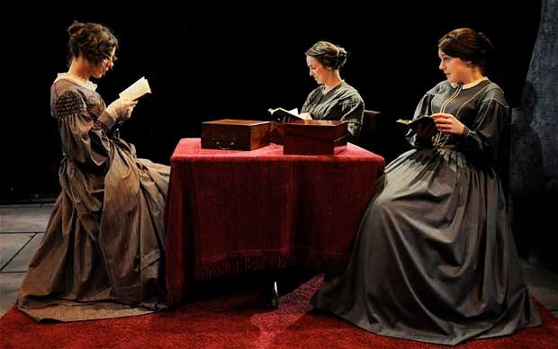 Sista chansen att ge bort Systrarna Brontës Värld som julklapp!